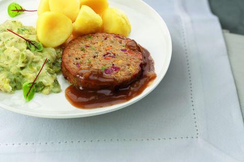 Groenteburger met prei en gekookte aardappelen (kleine maaltijd)