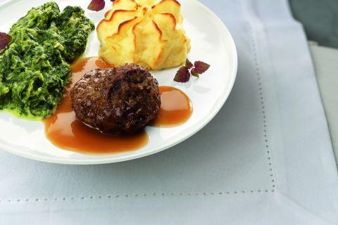 Gehaktbal met romige andijvie en aardappelpuree (kleine maaltijd)