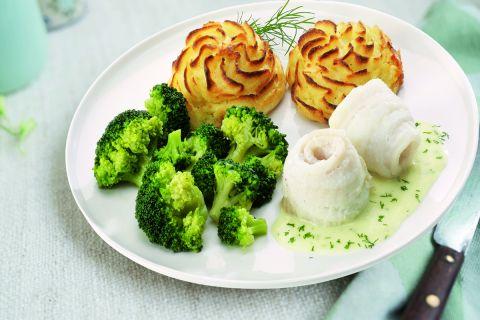Gestoofde vis in hollandaisesaus met broccoliroosjes en aardappelpuree (kleine maaltijd)