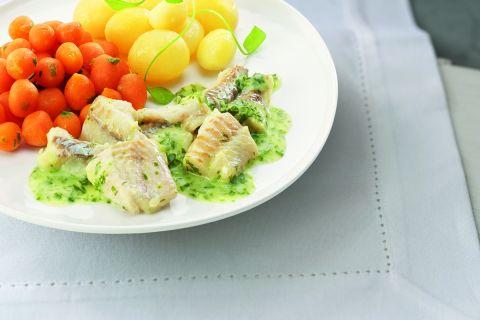 Visfilet in een waterkerssaus met Parijse wortelen en gekookte krieltjes (zoutarm)