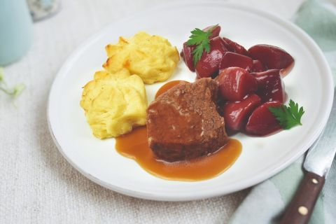 Runderlapje met stoofperen en aardappelpuree