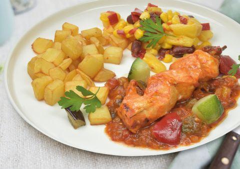 Kippenspies met exotische groenten en gebakken aardappelen