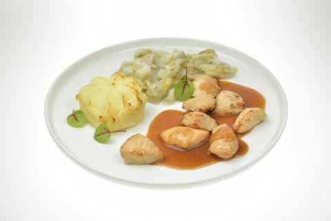 Kiphaasjes in jus met witlof en aardappelpuree