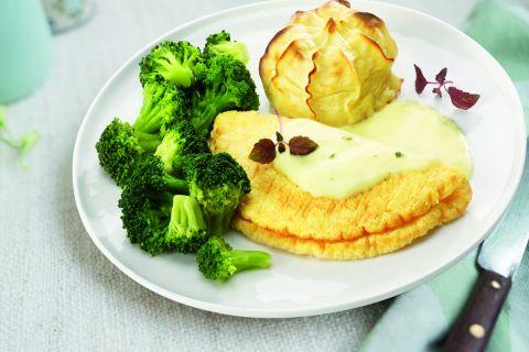 Omelet in hollandaisesaus met broccoliroosjes en aardappelpuree
