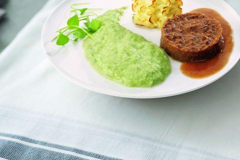 Smakelijk gehakt met prei en aardappelpuree (gemalen)