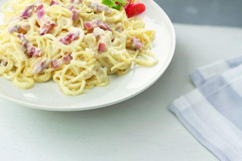 Romige spaghetti carbonara met spek en kaas