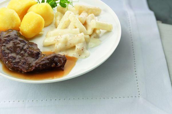 Runderlapje met schorseneren à la crème en gekookte aardappelen