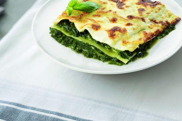 Italiaanse vegetarische lasagne met bladspinazie en romige kaassaus