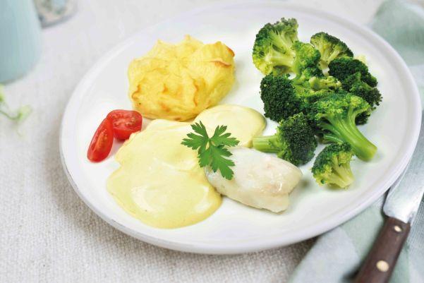 Heekfilet in hollandaisesaus met broccoliroosjes en aardappelpuree