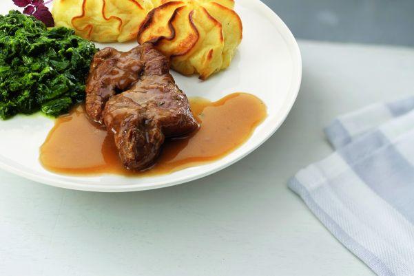 Procureurlapje in jus met bladspinazie en aardappelpuree