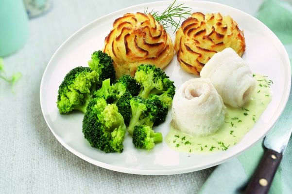 Scharrolletjes in hollandaisesaus met broccoli en aardappelpuree