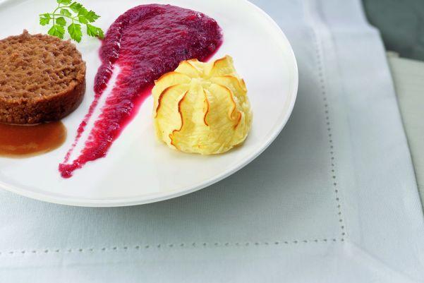 Rundvlees met rode bietjes en aardappelpuree (gemalen)