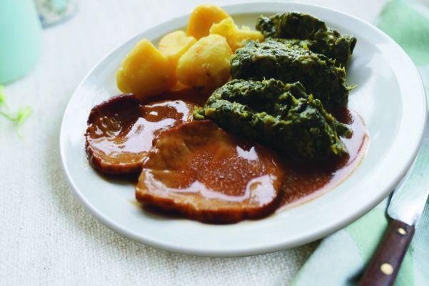 Varkensrollade met andijvie en gekookte aardappelen