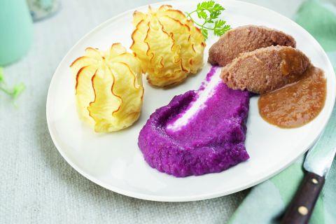 Rundvlees met rode kool en aardappelpuree (gemalen)