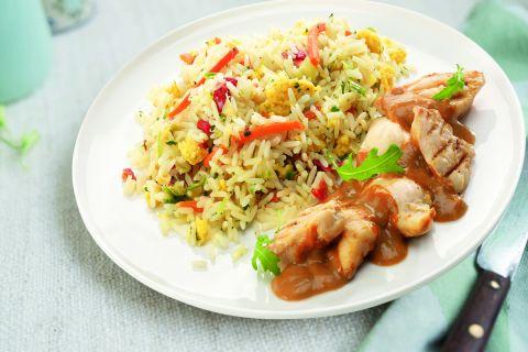Nasi Goreng speciaal met kip in satésaus