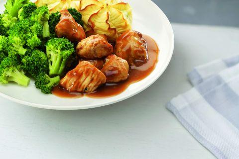 Kip in rozemarijnsaus, broccoliroosjes en aardappelpuree