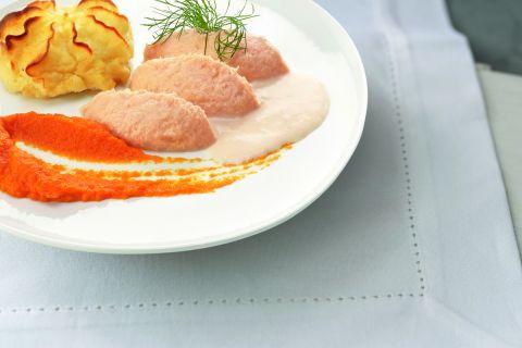 Zalm in vissaus met wortelen en aardappelpuree